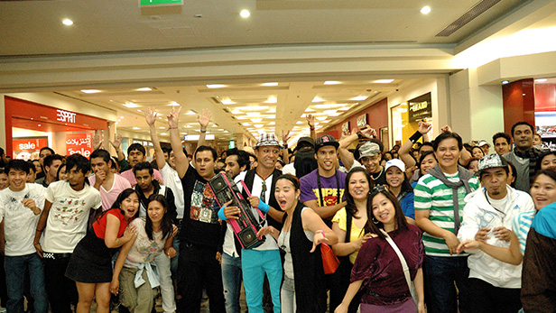 Crowd-joining-in-the-flashmob-in-the-Deira-City-Centre-travelator-and-following-it-towards-Iconic